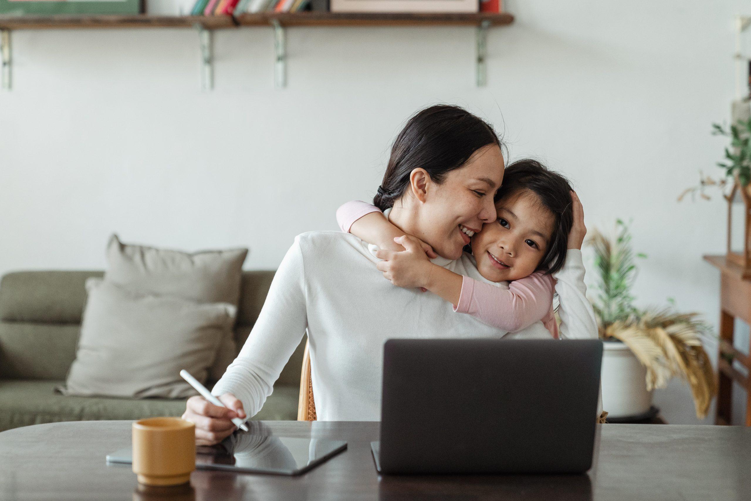 Mamma con Figli in Smart Working